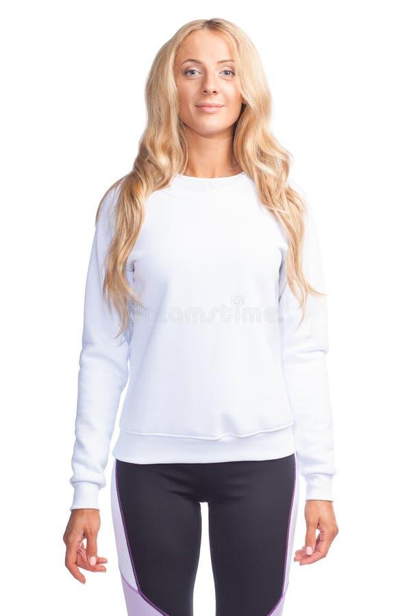 Giovane donna in maglietta felpata bianca in bianco immagine stock libera da diritti