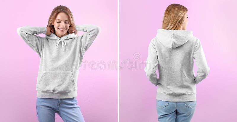 Giovane donna in maglione in bianco di maglia con cappuccio sul fondo di colore, sulla parte anteriore e sulle viste posteriori fotografia stock libera da diritti