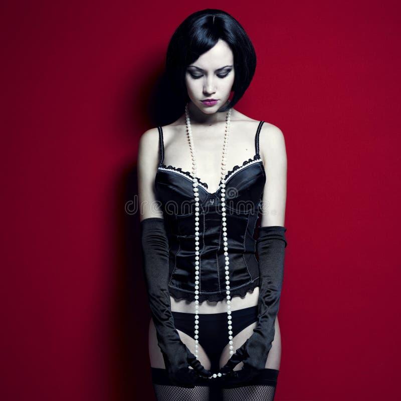 Giovane donna magnifica in corsetto immagini stock