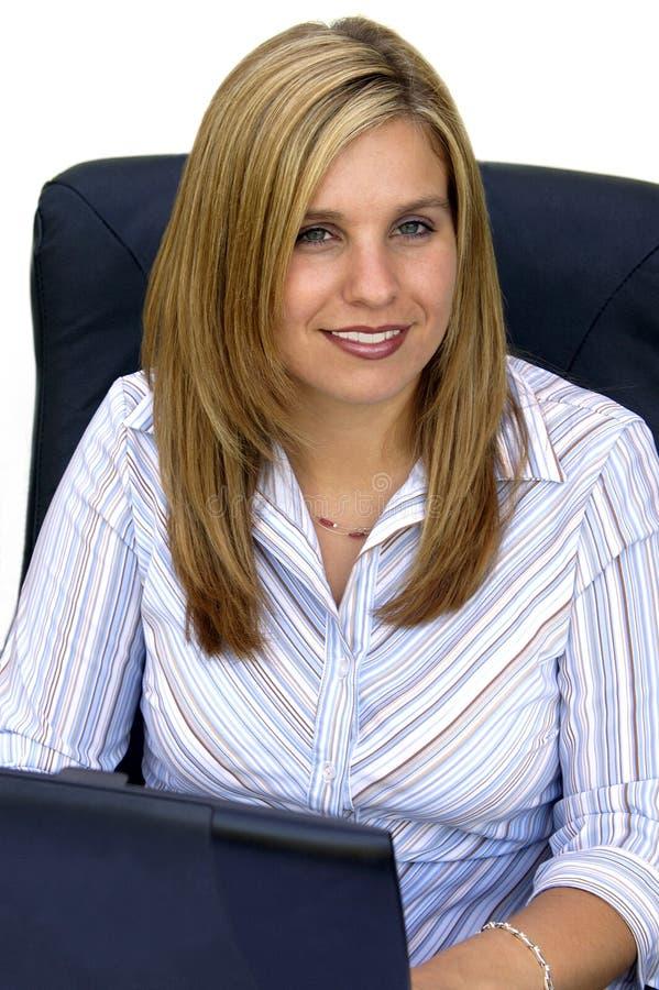 Giovane donna professionale attraente fotografia stock libera da diritti