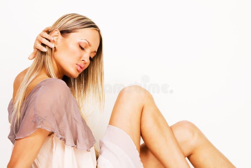 Giovane donna seducente immagini stock
