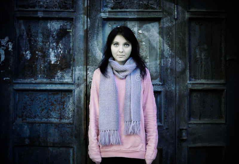 Giovane donna senza casa fotografie stock