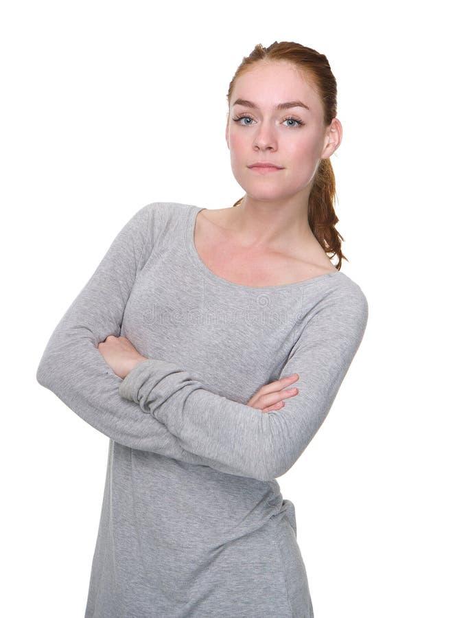 Giovane donna seria con le armi attraversate immagine stock