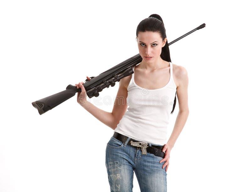 Giovane donna sexy con un fucile del tiratore franco. fotografie stock