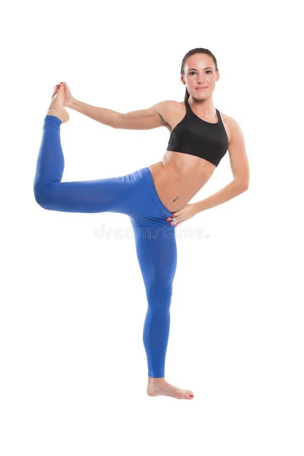 Giovane donna sexy di yoga che fa esercizio yogic immagine stock libera da diritti