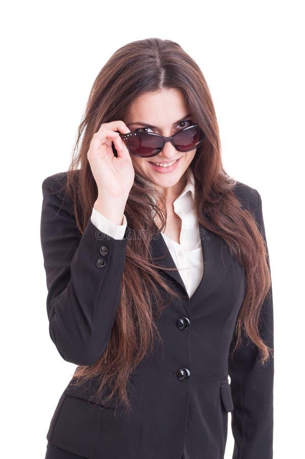 Giovane donna sexy e bella di affari che esamina le tonalità fotografie stock