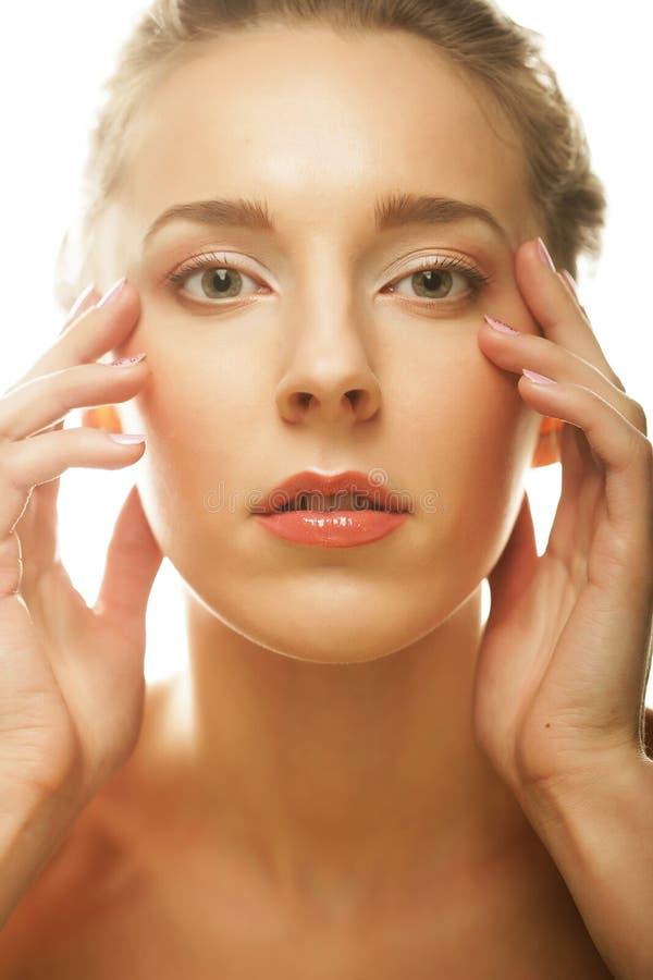 Download Giovane Donna Sorridente Con Pelle Sana Immagine Stock - Immagine di estetica, faccia: 56878159