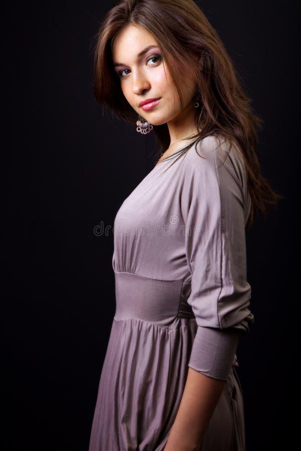Giovane donna sottile elegante sexy fotografia stock libera da diritti