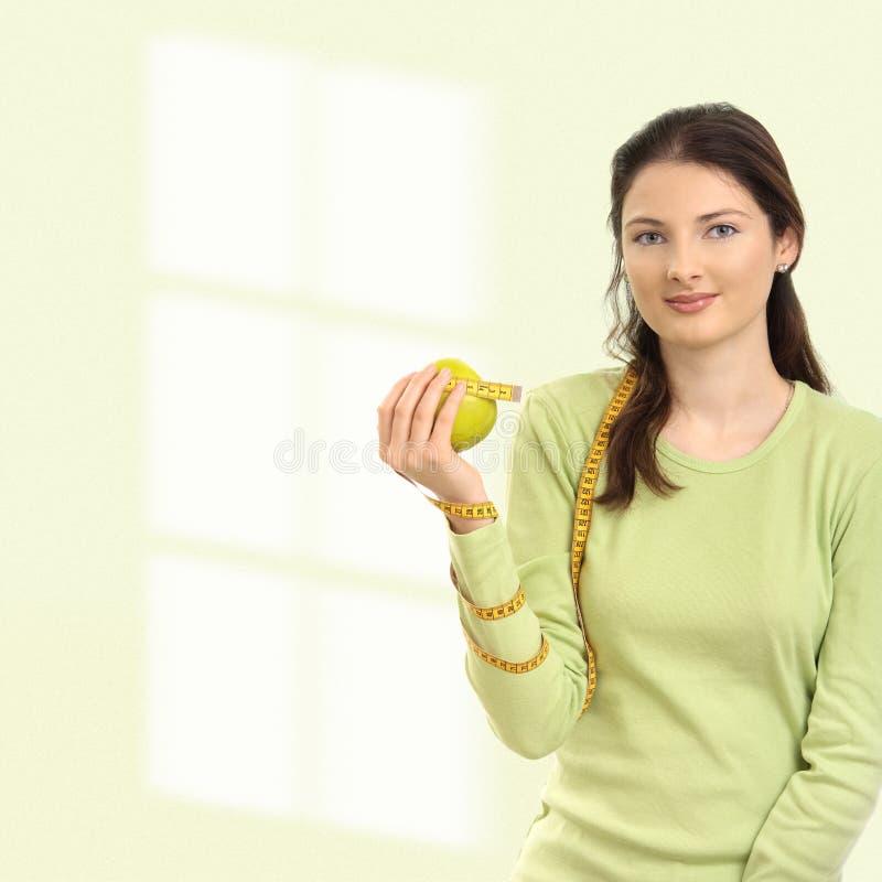 Giovane donna sulla dieta fotografie stock