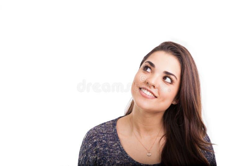Giovane donna sveglia che osserva in su fotografia stock libera da diritti
