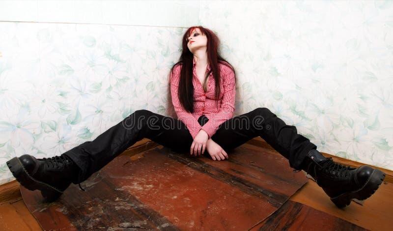 Giovane donna ubriaca immagine stock