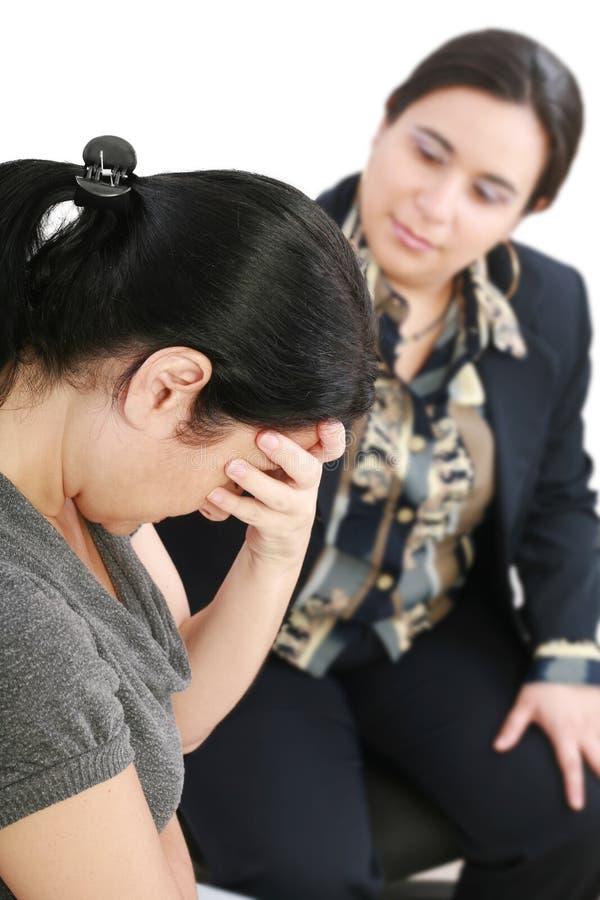 Giovane donna in una conversazione con un consulente fotografia stock