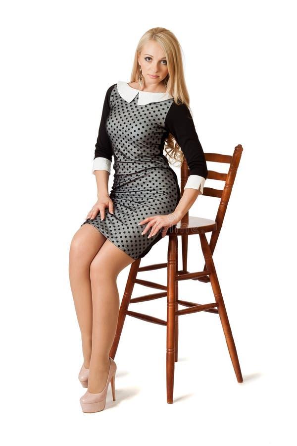 Giovane donna in vestito da cocktail. fotografie stock