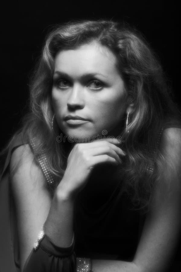 Download Giovane Donna In Vestito Nero Fotografia Stock - Immagine di biondo, caucasico: 7311342