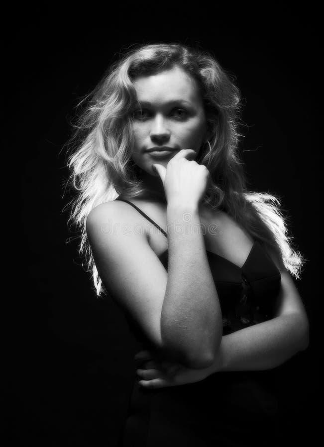 Download Giovane Donna In Vestito Nero Immagine Stock - Immagine di fascino, bello: 7311343