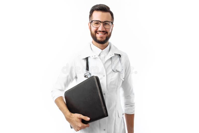 Giovane e medico bello, studente dell'interno con la cartella a disposizione, w immagine stock libera da diritti