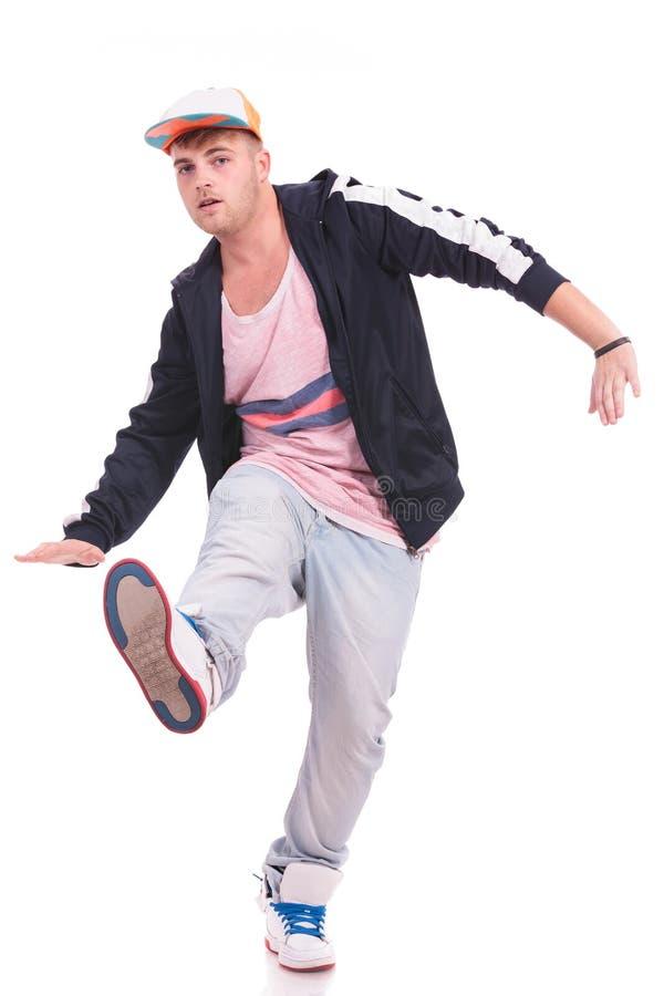 Giovane equilibratura maschio del ballerino fotografie stock