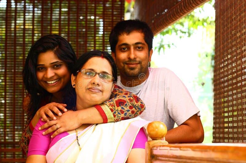Giovane famiglia indiana - madre, derivato e figlio fotografie stock