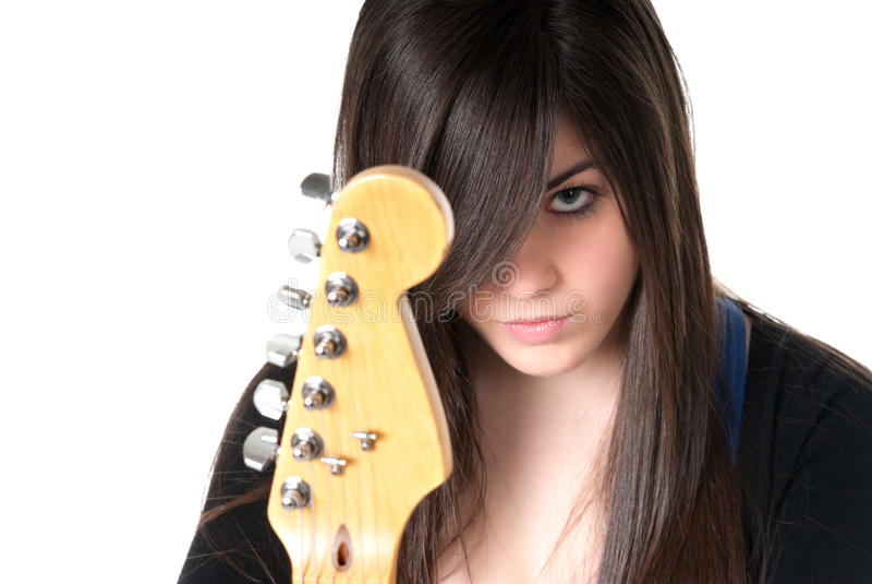 Giovane femmina con la chitarra isolata. fotografia stock