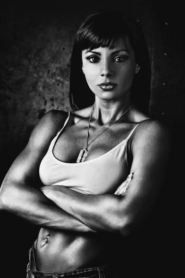 Giovane forte donna fotografie stock