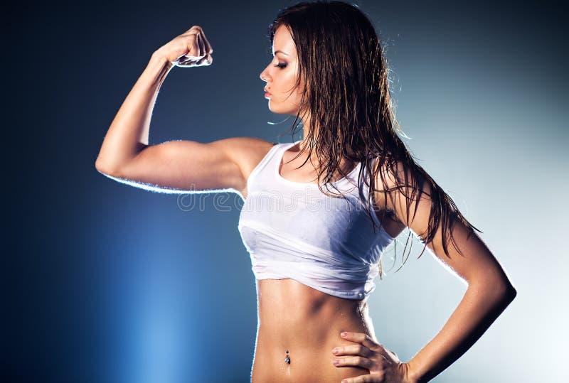 Giovane forte donna sexy fotografie stock libere da diritti