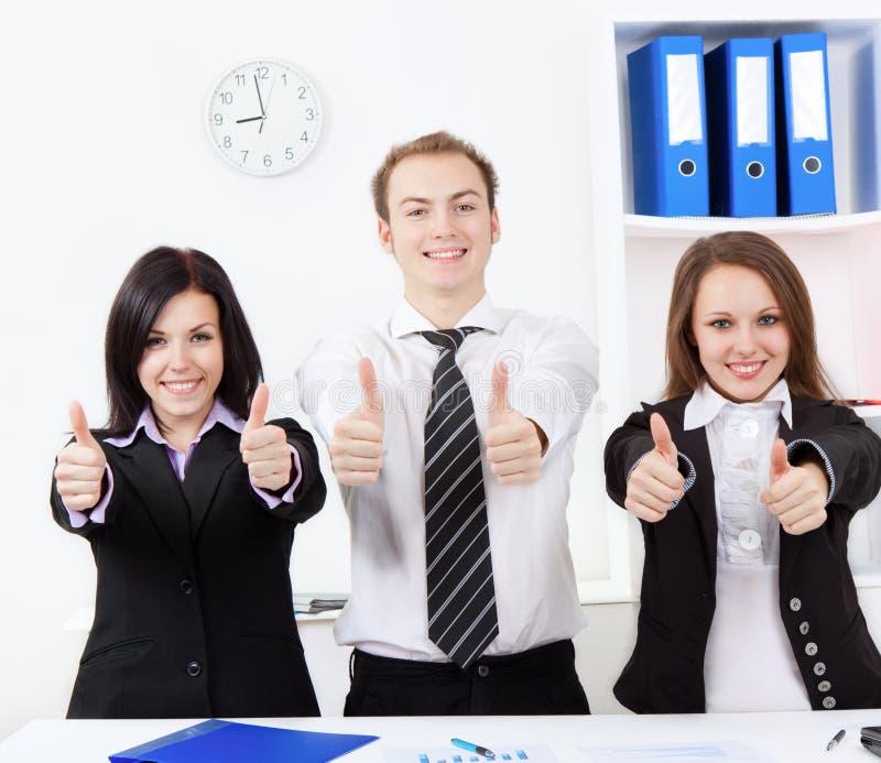 Giovane gente di affari in ufficio fotografie stock