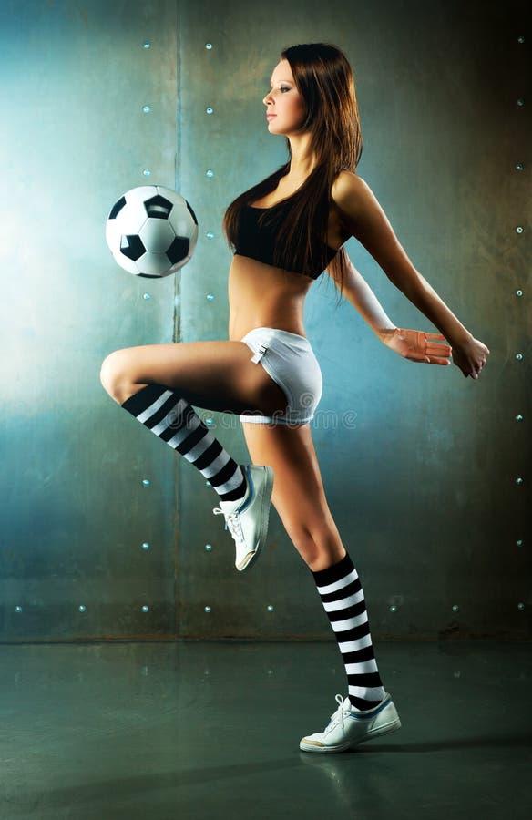 Giovane giocatore di football americano sexy fotografia stock libera da diritti