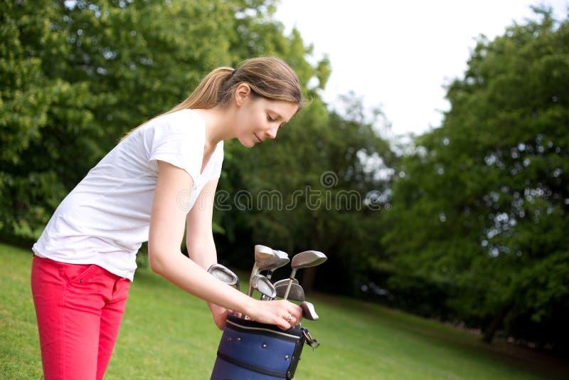 Giovane giocatore di golf fotografia stock libera da diritti
