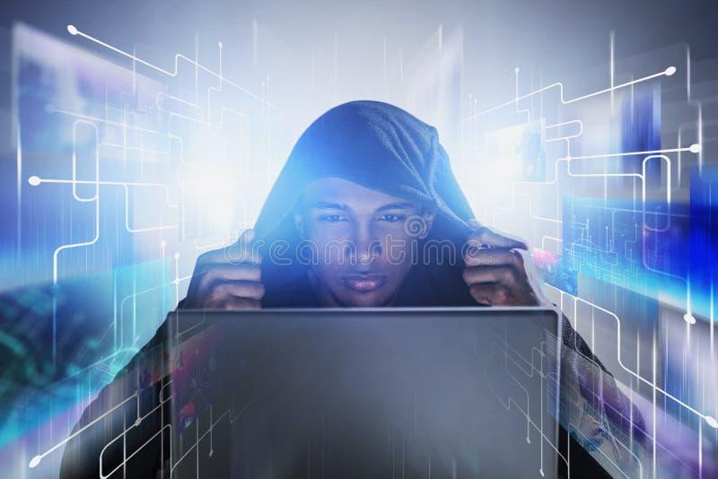 Giovane hacker, codifica e protezione dei dati fotografia stock libera da diritti