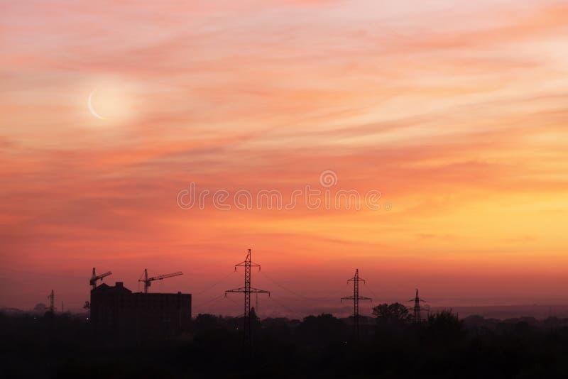 Giovane luna al tramonto fotografia stock libera da diritti