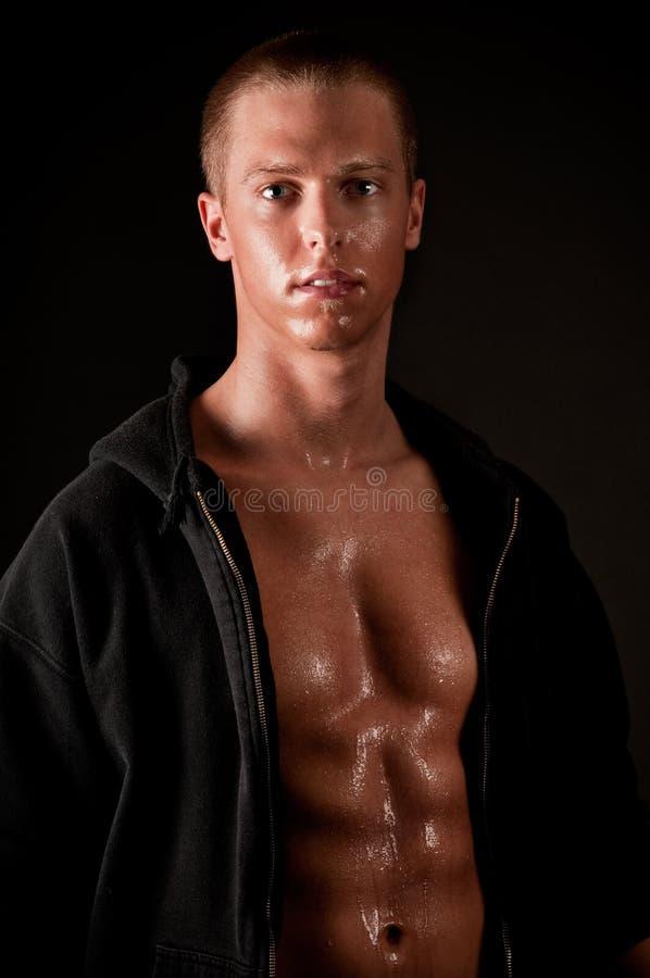 Giovane maschio muscolare fotografia stock libera da diritti