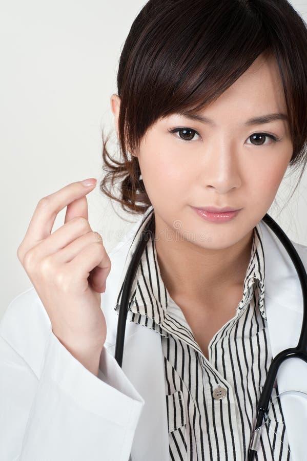 Giovane medico asiatico fotografia stock