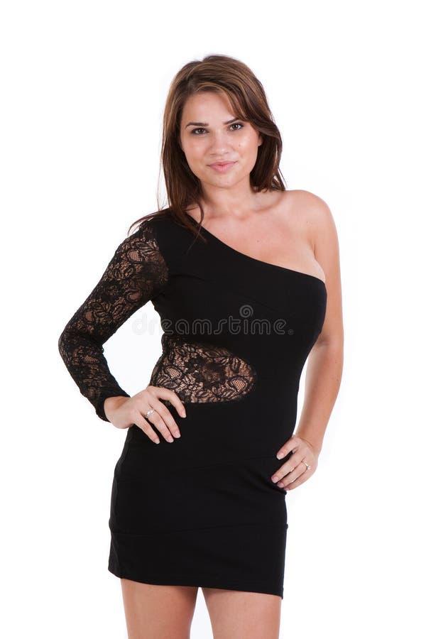 Giovane modello femminile che porta un vestito poco nero immagine stock libera da diritti