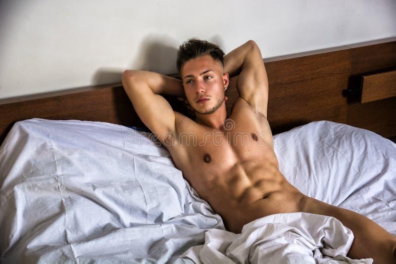 Immagine giovane gay nudo