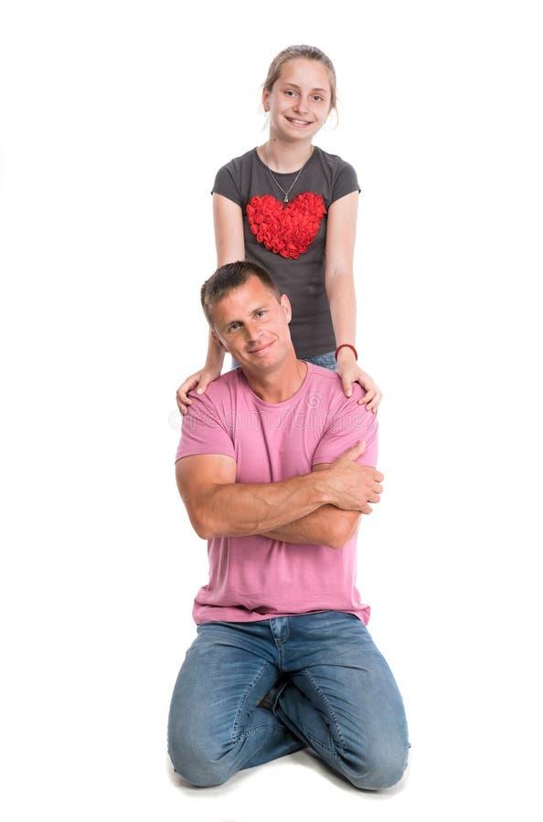 Giovane padre con la figlia sorridente fotografia stock libera da diritti