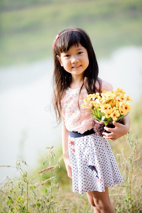 Giovane piccola ragazza asiatica immagine stock