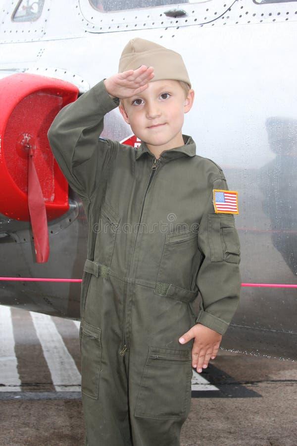 Giovane pilota del blu marino del ragazzo fotografia stock libera da diritti