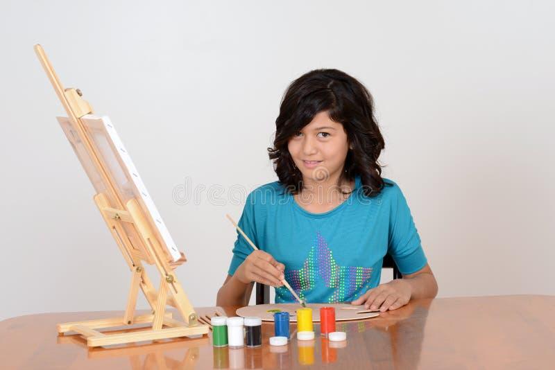 Giovane pittore femminile di arte fotografie stock libere da diritti