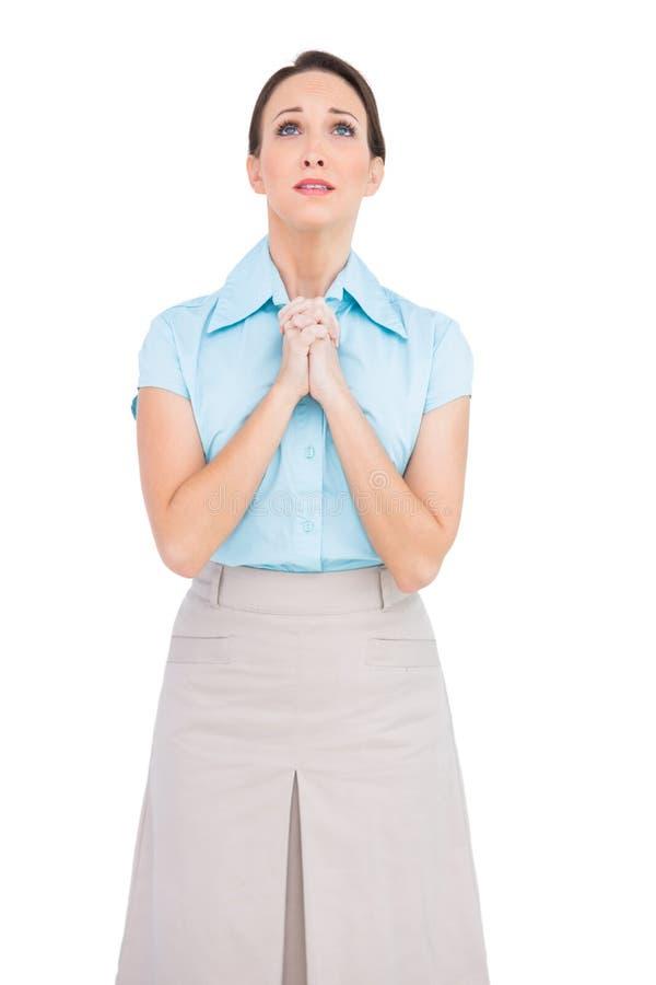 Giovane pregare disturbato della donna di affari fotografie stock libere da diritti