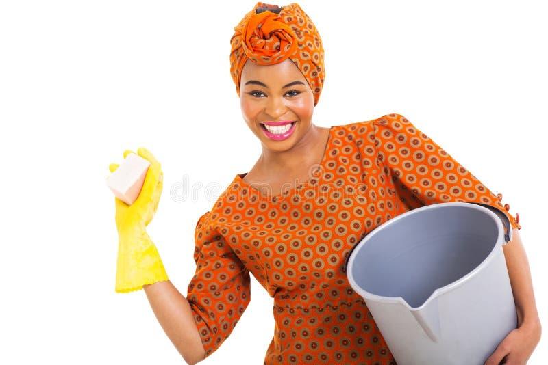 Giovane pulizia africana della donna fotografia stock
