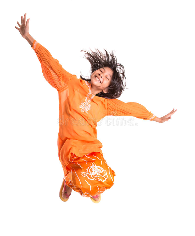 Giovane ragazza asiatica che salta felicemente IV immagine stock