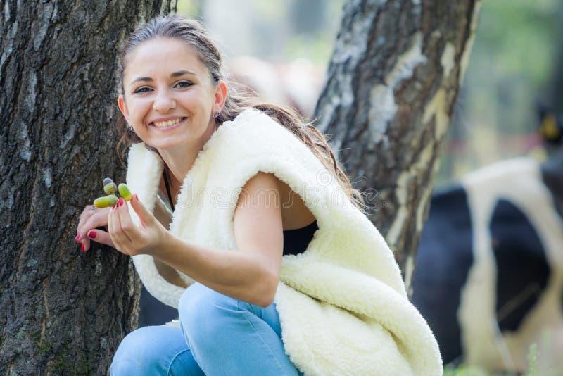 Giovane ragazza castana fotografia stock libera da diritti