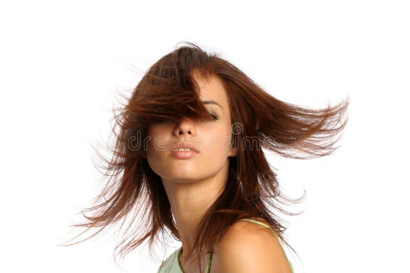 Giovane ragazza del brunette con hairdress nel movimento immagine stock