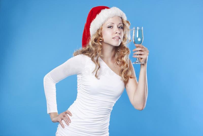 Giovane ragazza della Santa che beve un champagne fotografie stock