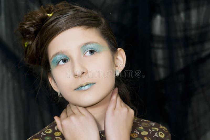 Download Giovane Ragazza Di Modo Con Trucco Speciale Fotografia Stock - Immagine di hairstyle, osservare: 7324494