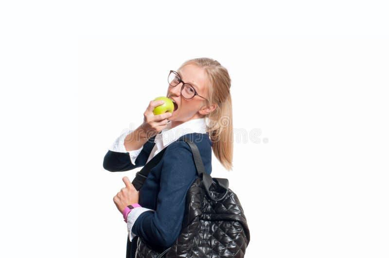 Giovane ragazza felice dello studente con lo zaino Di nuovo al banco immagine stock