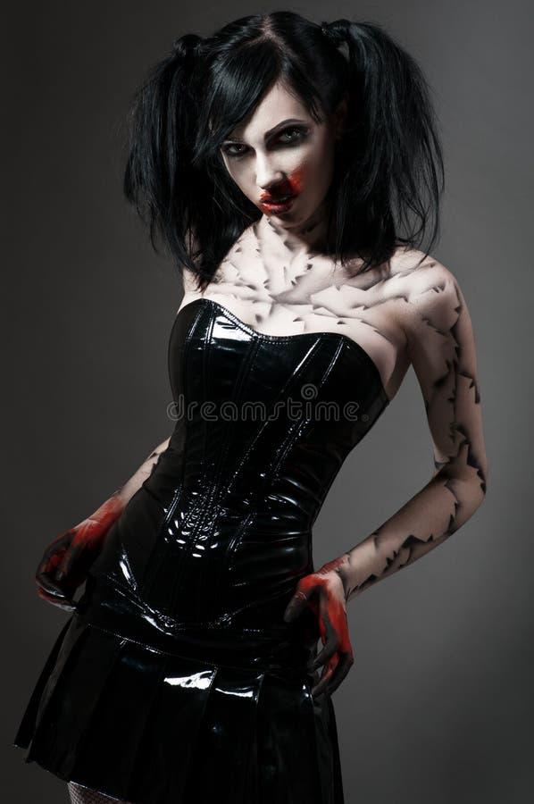 Giovane ragazza gotica in costume del feticcio immagine stock libera da diritti
