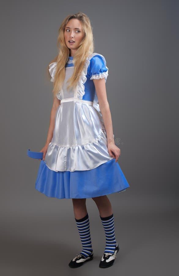 Giovane ragazza graziosa in vestito da fairy-tale fotografia stock libera da diritti