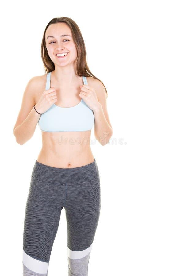 Giovane ragazza muscolare che posa sul ritratto bianco del fondo di bella giovane donna di forma fisica fotografia stock