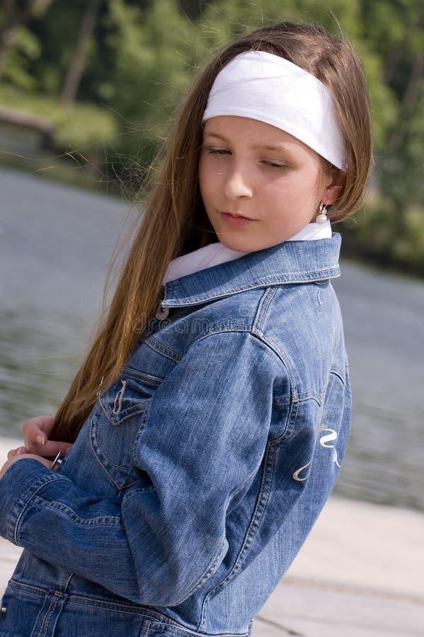 Download Giovane Ragazza Sveglia Di Modo Immagine Stock - Immagine di adolescente, felice: 7307577